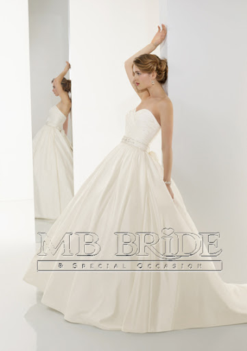 10535 ; Modern Bridal Gown Wedding Dress