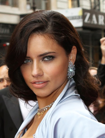Adriana-Lima-Celebrity's-Brunette-Hairstyle