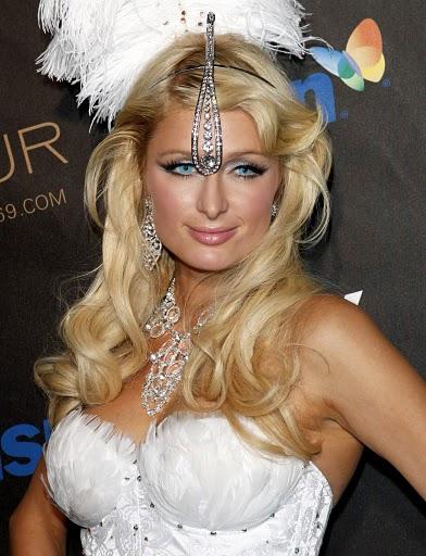 Paris-Hilton-Cute-Medium-Hairstyle