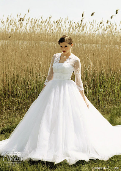 Prouptia-Boheme-White-Wedding-Gown-2011