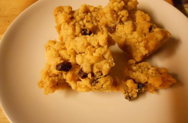 Easy Oatmeal Raisin Bars Recipe