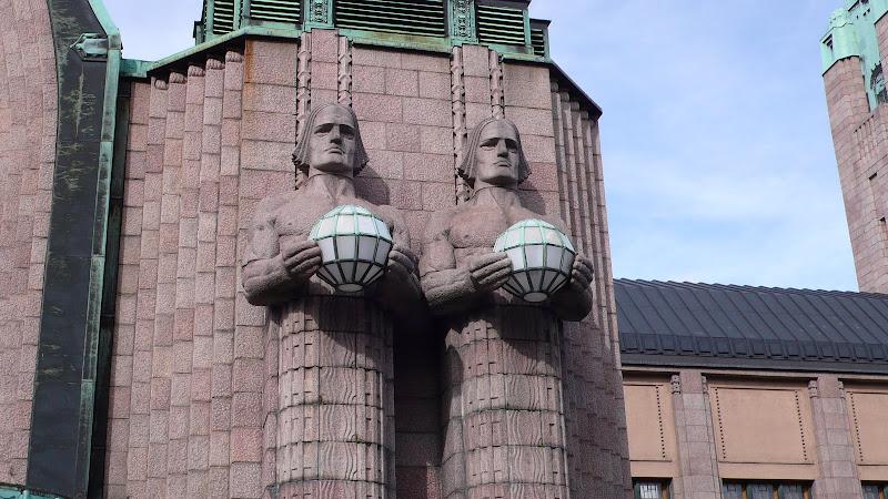 statues de la gare d'Helsinki