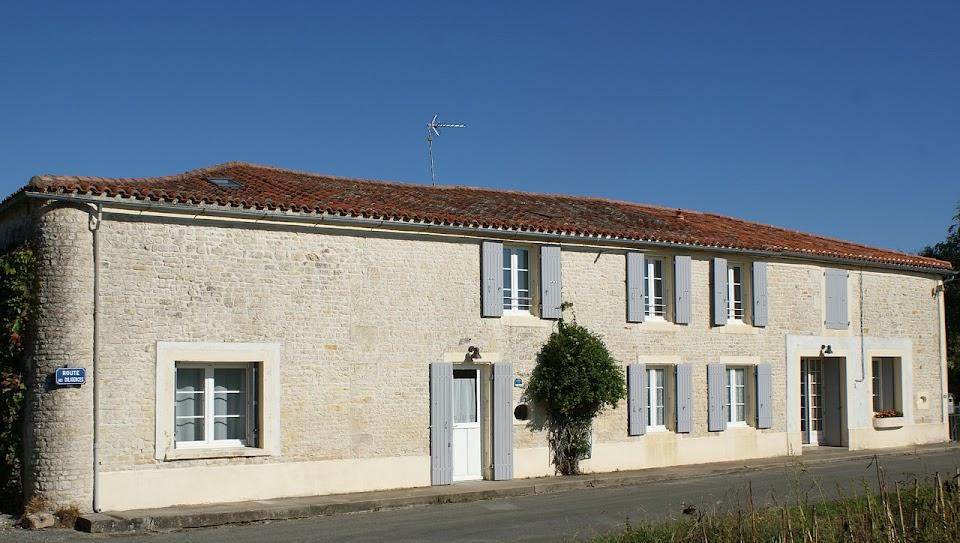 Le Relais gite 3 étoiles pour 6 à 7 personnes à Surgères en Charente Maritime Aunis Marais Poitevin jardin clos