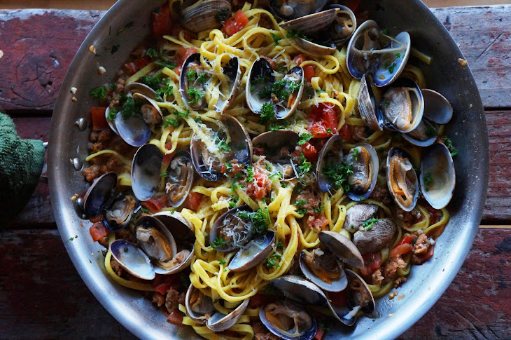 Linguine with Clams and Chorizo Recipe | Yummly