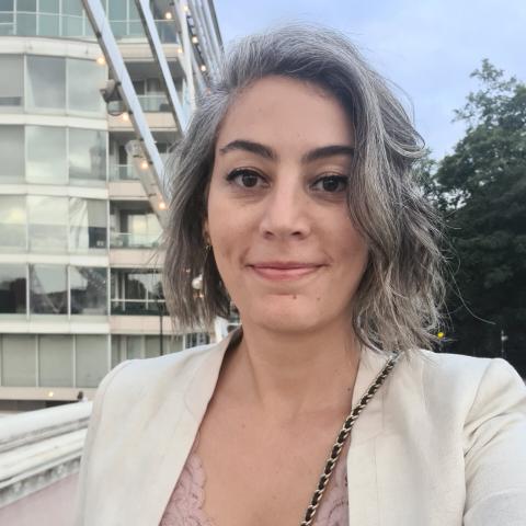 user Dora Prado apkdeer profile image