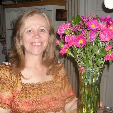user Debra Gambrell apkdeer profile image