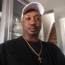 user Howard Walters apkdeer profile image