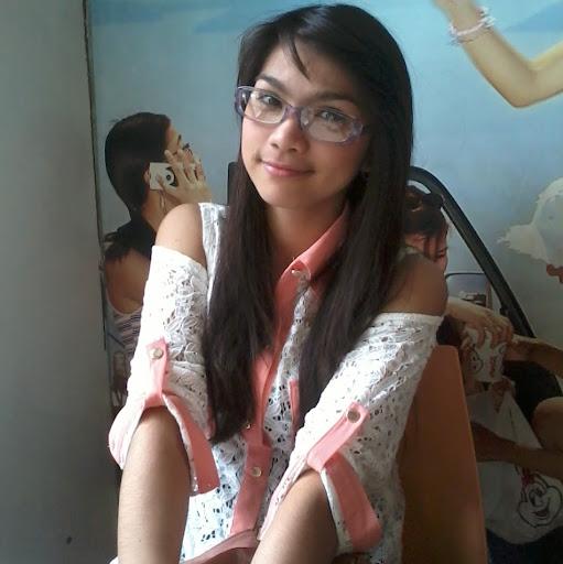 user Racheleen Gomez apkdeer profile image