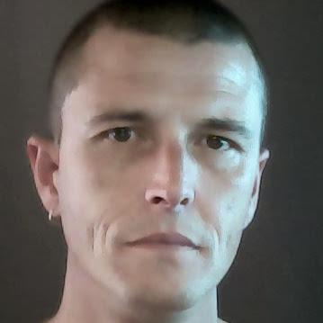 user Les Conn apkdeer profile image