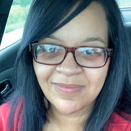 user Yvette Keene apkdeer profile image