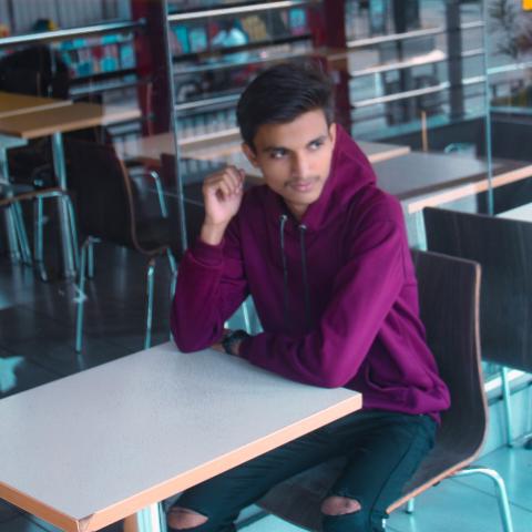 user piyush gond apkdeer profile image