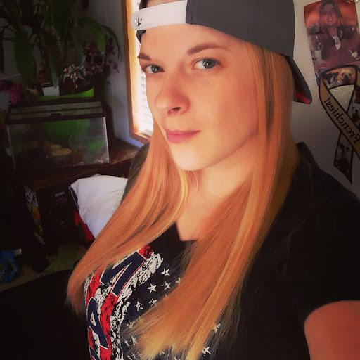 user Kellie 421 apkdeer profile image