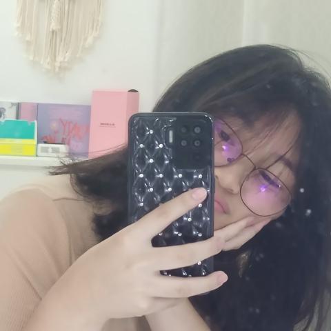 user HeyyItzTrish apkdeer profile image