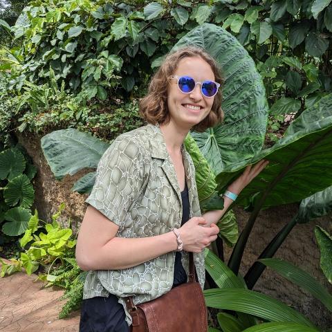 user Isabelle Uhl apkdeer profile image