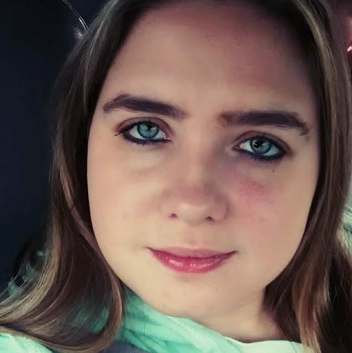 user Laura Harrington apkdeer profile image