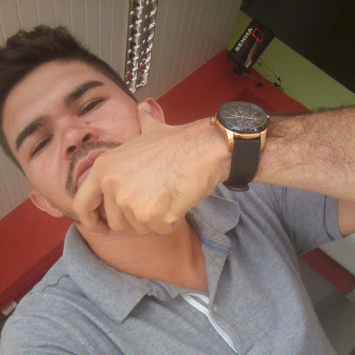 Cleone Oliveira