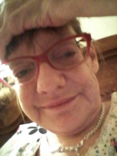 user Betty Green apkdeer profile image