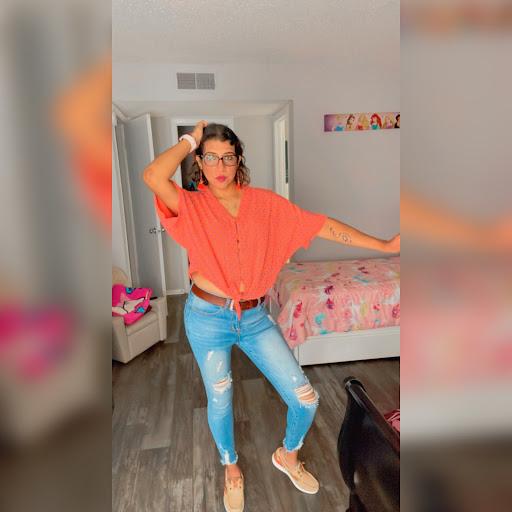 user Danna Huaman apkdeer profile image