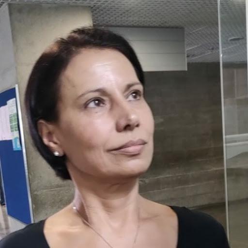 user Elaine Pereira Souza Araujo apkdeer profile image