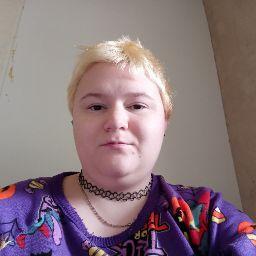 user Lizzy Howie apkdeer profile image