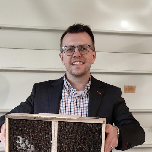 user Mike Vaughan apkdeer profile image