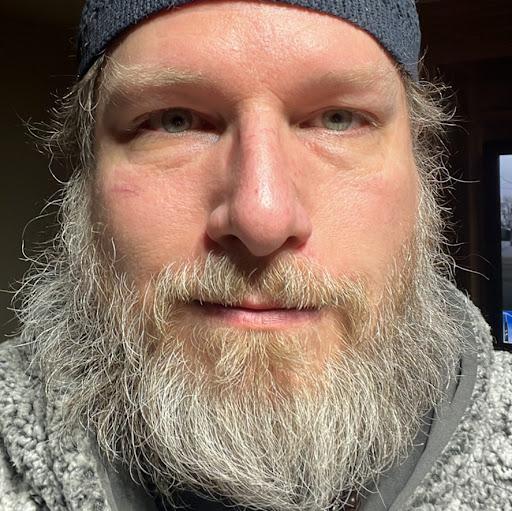 user Derek Sparks apkdeer profile image