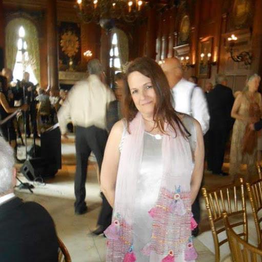 user Kelley Green apkdeer profile image