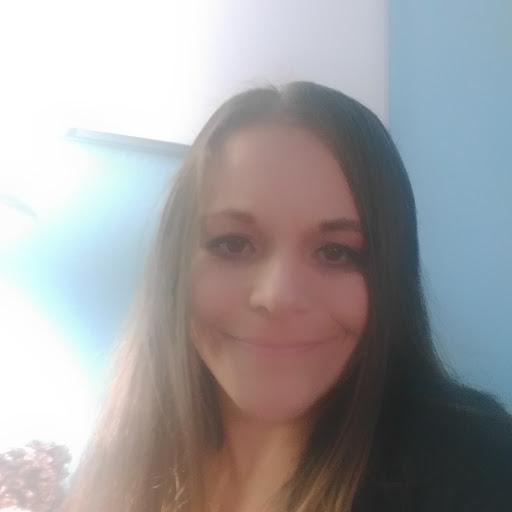 user Hilary Petrella apkdeer profile image