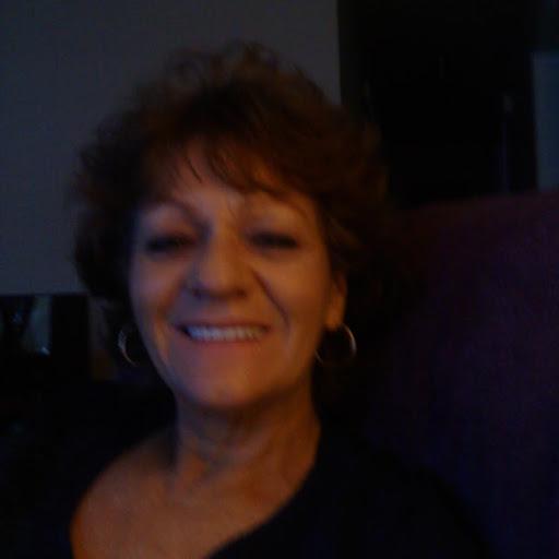 user Linda Alexander apkdeer profile image