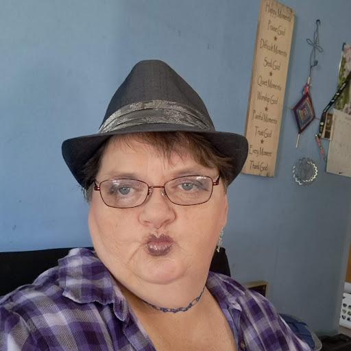 user Alice Avery apkdeer profile image