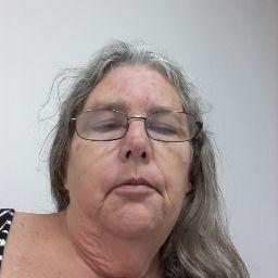 user Linda Elliott apkdeer profile image