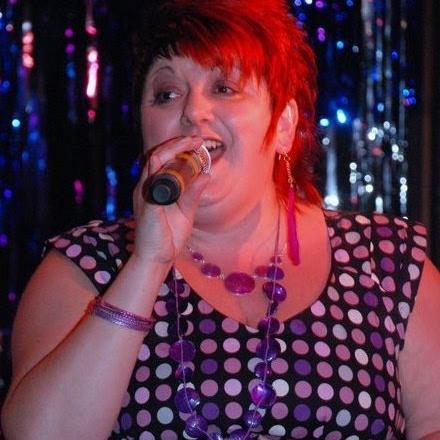 user Helen Ward apkdeer profile image