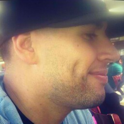 user Chris Gutierrez apkdeer profile image