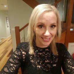 user Shellie Grieve apkdeer profile image