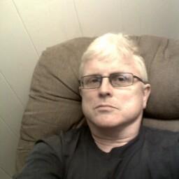user Robert Anderson apkdeer profile image
