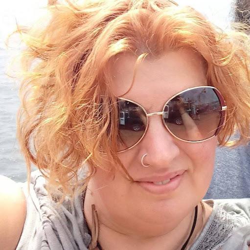 user Gigi Davis apkdeer profile image