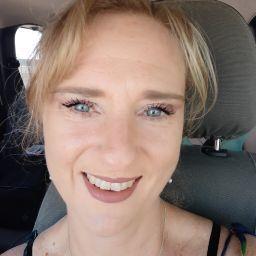 user Yolande Phillips apkdeer profile image