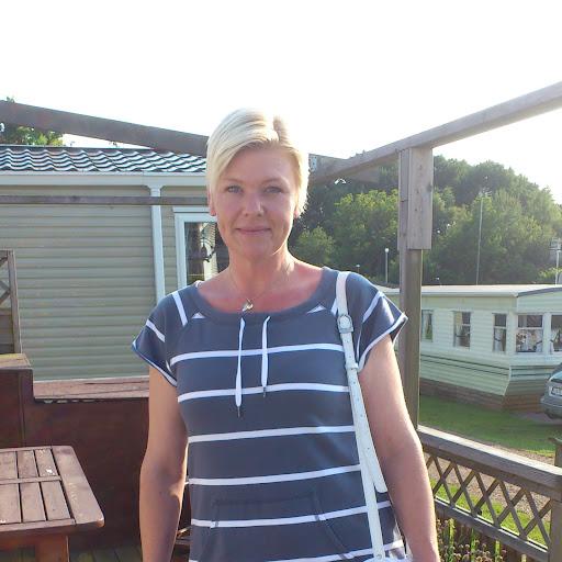 Jeanette G Lundin