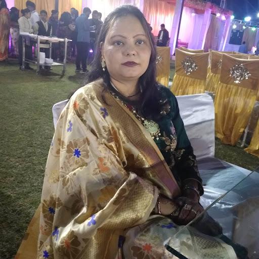 user Rashmi Agrawal apkdeer profile image