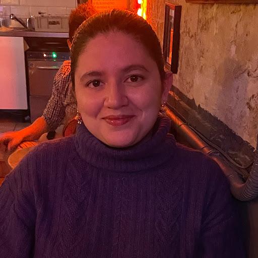 user Kiara Quiñones apkdeer profile image