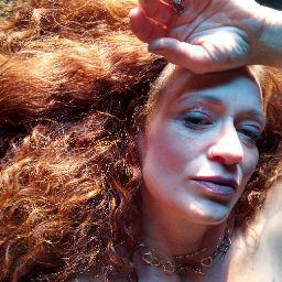 user Laura Holder apkdeer profile image