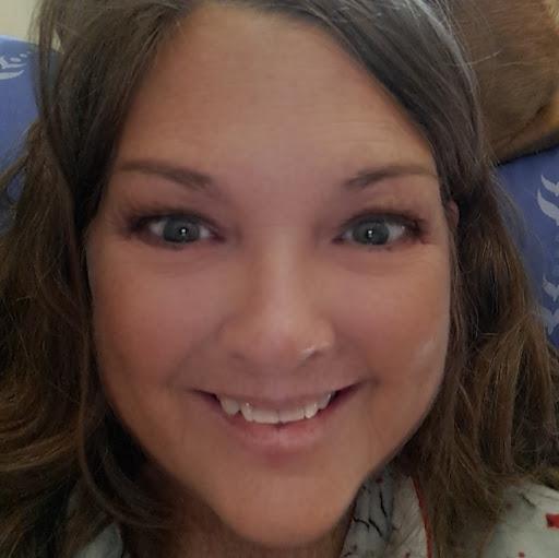 user Michelle Weinhold apkdeer profile image