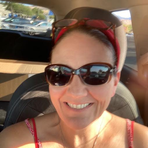user Christina Brodbeck apkdeer profile image