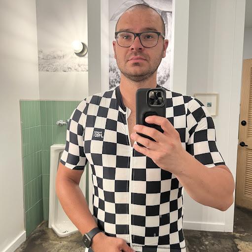 user Dominic En apkdeer profile image