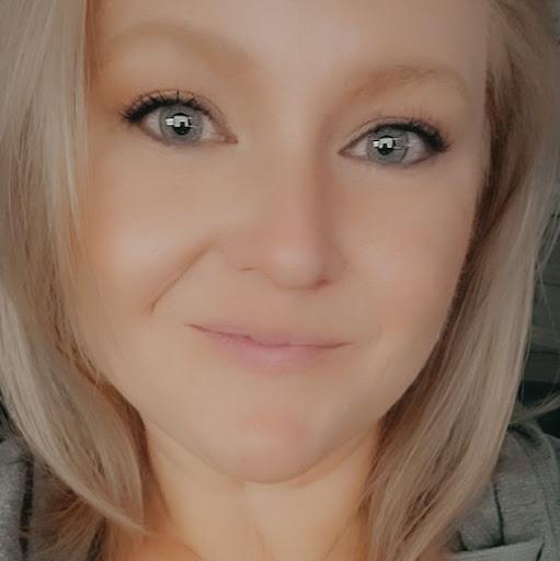 user Becky Shearer apkdeer profile image