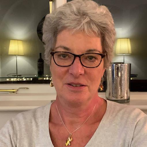 user Diane Titus apkdeer profile image
