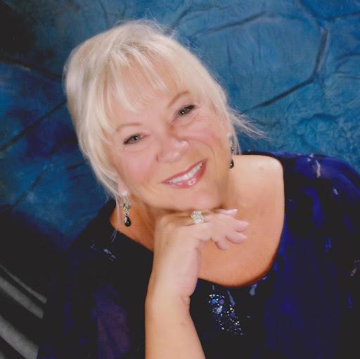 user Lana Caswell apkdeer profile image