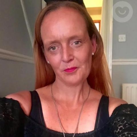 user Joanne Sanderson apkdeer profile image
