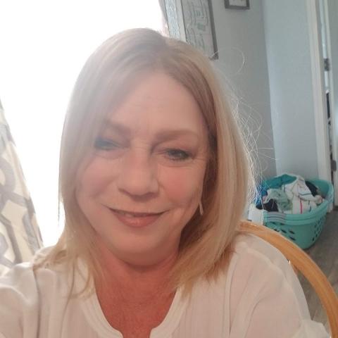 user Karen Bodey apkdeer profile image