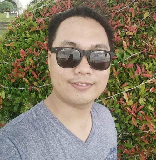 user George Lapinoria apkdeer profile image